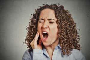 Nelkenöl bei Zahnschmerzen